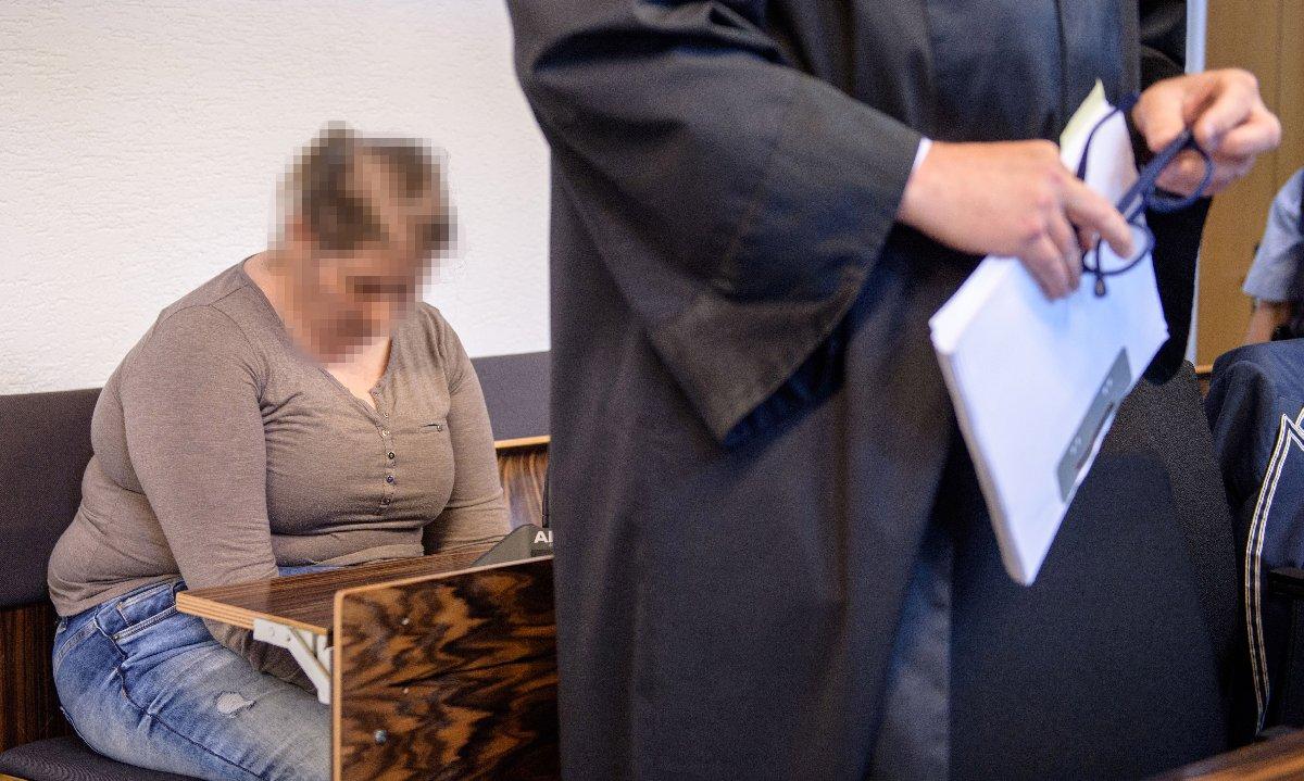 Alman basını cani annenin duruşmada tek kelime etmemesine dikkat çekti.