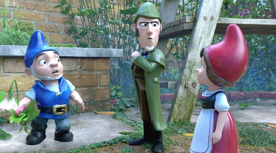 Cino ve Jülyet, Londra'ya döndüklerinde yeni bahçelerini bahara hazırlamak üzere hemen işe koyulur. Ancak bu işten çok daha büyük bir bela kendini gösterir.