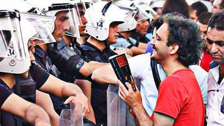 Gezi eylemcisi ve LGBTİ aktivisti, Melih Gökçek'i mahkum ettirdi