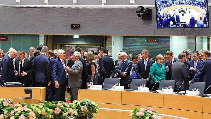 İtalya, AB Liderler Zirvesi'nde alınacak tüm kararları 'geçici olarak' bloke etti