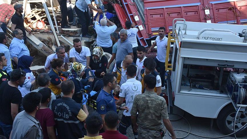 Kamyonet iş yerinin mescidine girdi: 3 ölü 2 yaralı
