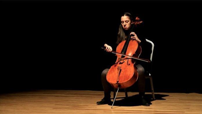 14 yaşındaki genç müzisyen Arya, Türkiye'yi gururlandırdı