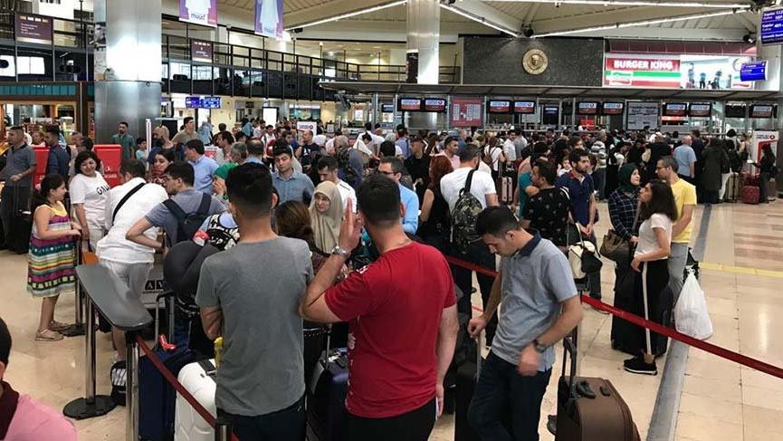Seçim için dönenlere havalimanları yetmedi