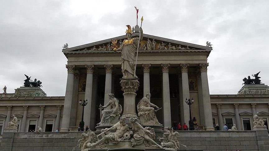 Avusturya meclisinde ırkçı saldırı!