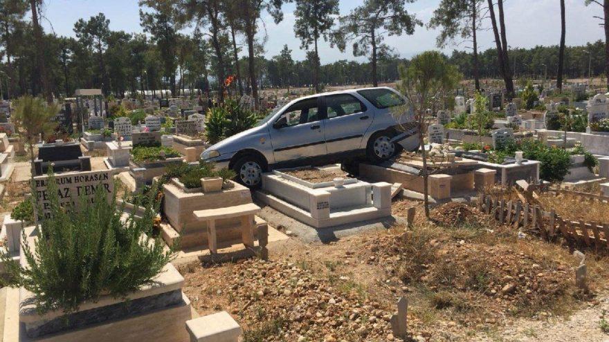 Kent mezarlığında şaşırtan manzara
