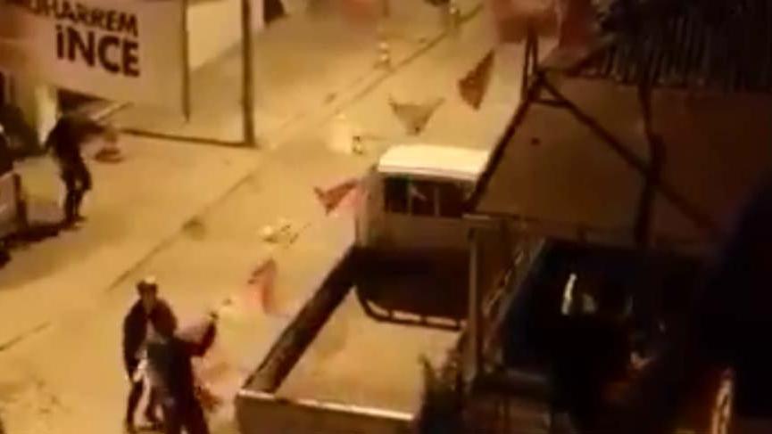 Pendik'te İnce ve CHP afişlerine organize saldırı