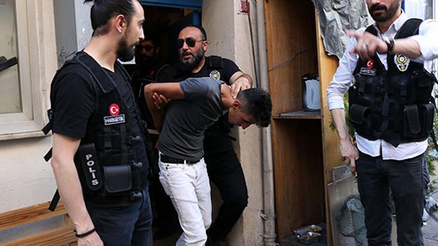 İstanbul Beyoğlu'nda hareketli anlar yaşandı 10 kişi gözaltına alındı