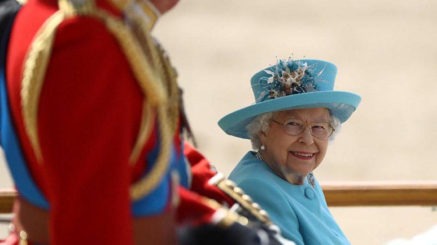 Kraliçe 92 yaşında! Yılda iki kere kutluyor, sebebi ise…