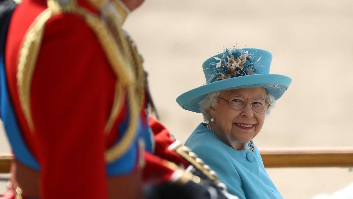 Kraliçe 92 yaşında! Yılda iki kere kutluyor, sebebi ise...