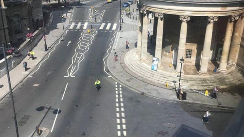 Londra'nın göbeğinde bomba paniği: Yollar kapandı