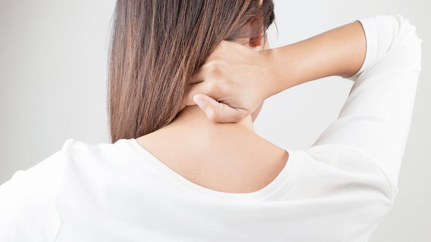 Boyun düzleşmesi neden olur?
