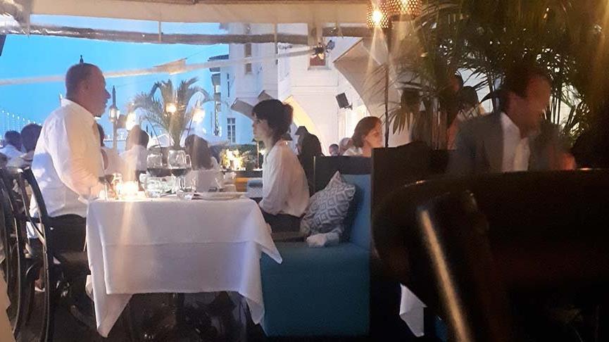 Cansu Dere ve Fatih Aksoy, akşam yemeğinde görüntülendi