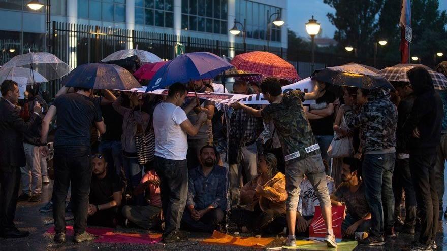 CHP Genel Merkezi önündeki eyleme katılım artıyor