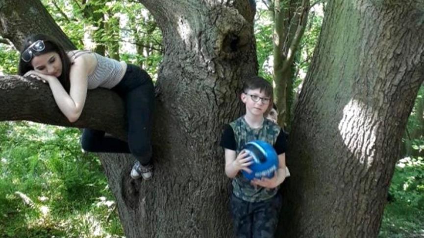 Parkta oğlunun fotoğrafını çeken anne evde dehşete düştü
