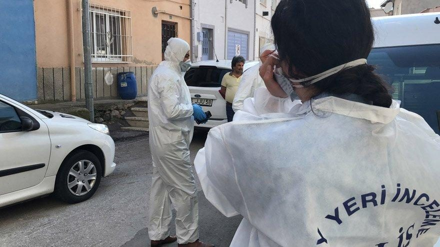 Bursa'da böceklerin istila ettiği evde ceset bulundu