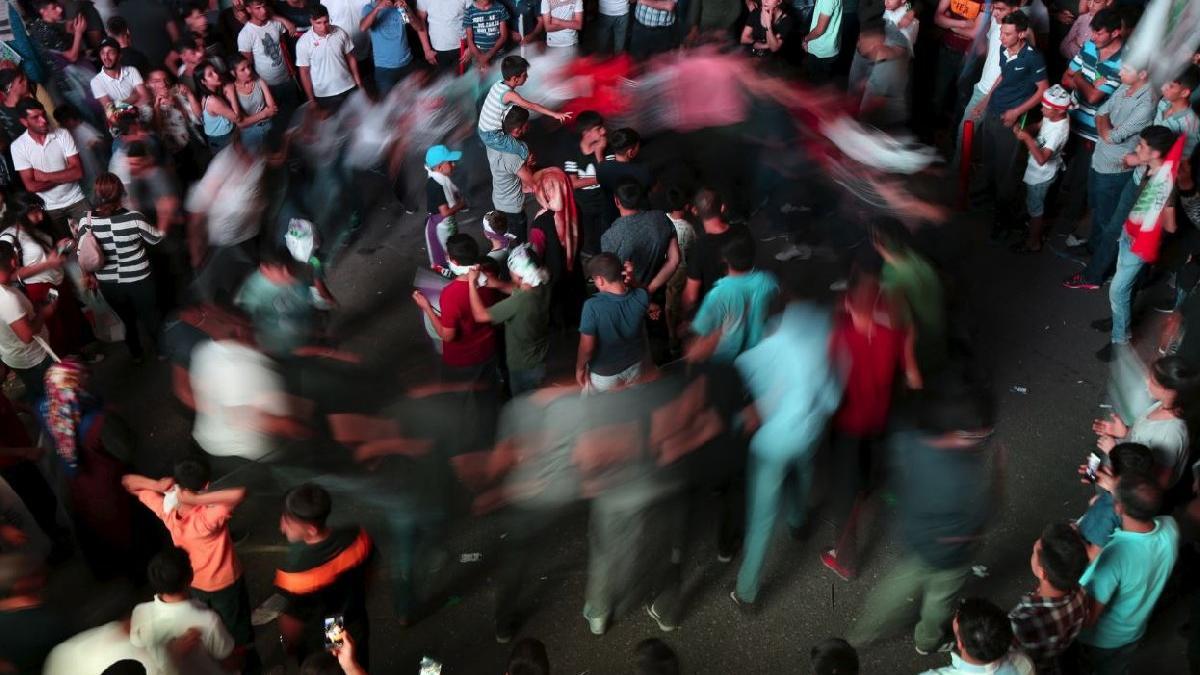 Reuters görüntüledi... HDP'den sevinç halayı