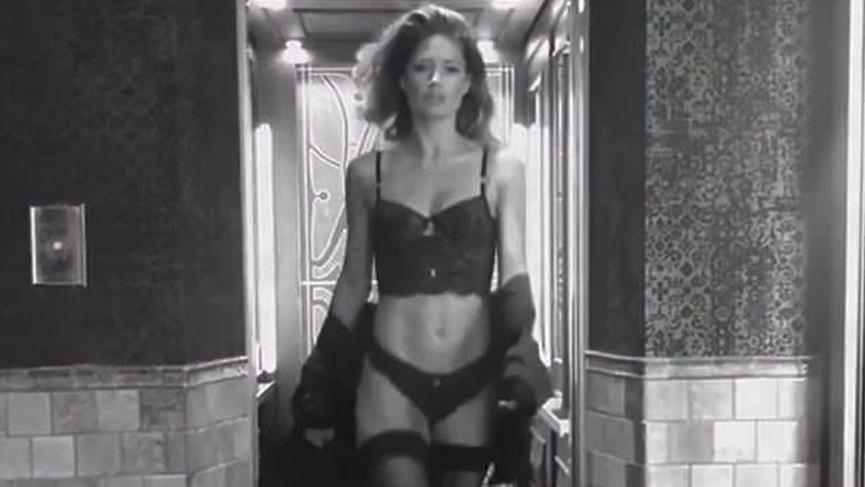 Model Doutzen Kroes'in çamaşırlı videosu