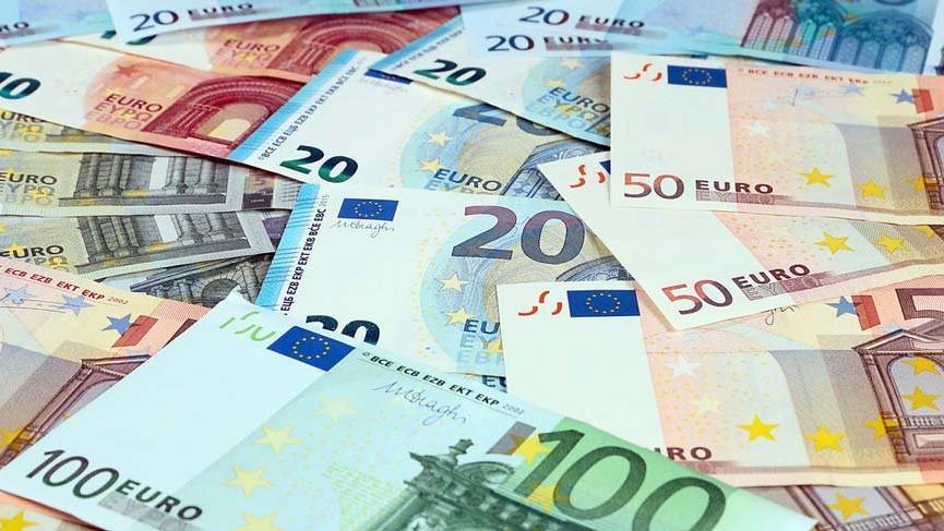 Merkel ve Macron euro için 'yeni bir sayfa' açtı