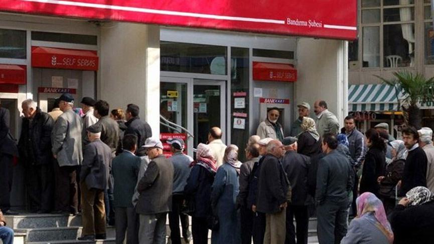 Emekli maaşları hesaplara yattı mı? Bayram öncesi emekli maaşları için verilen tarih