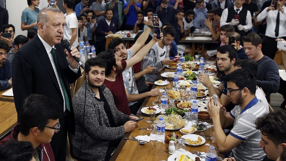 Erdoğan'dan genç başbakan yorumu: Çok şımardı, havalara girdi