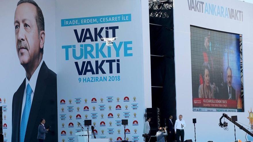Erdoğan'ın mitinginde her köşede bir prompter
