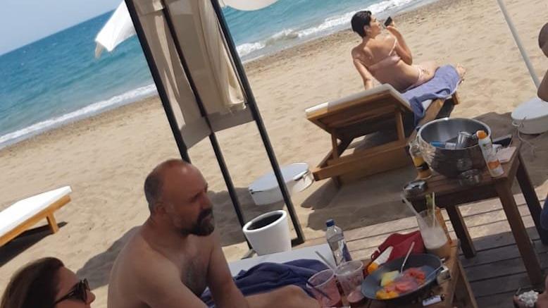 Halit ve Bergüzar sezonu Antalya'da açtı