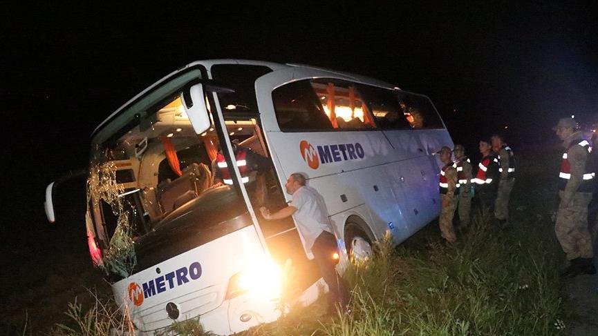 Yolcu otobüsü şarampole devrildi: 7 yaralı