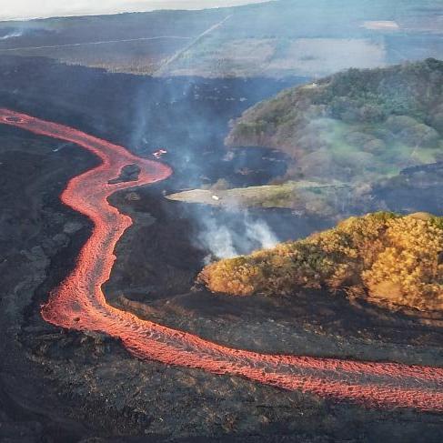 Kilauea Yanardağı'nda lavlar okyanusa yol oldu