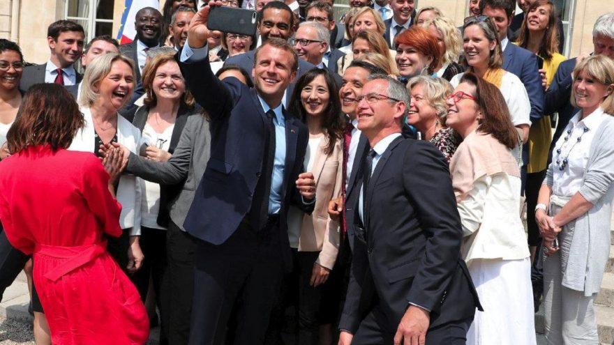 Fransa'da okullara cep telefonu yasağı geldi