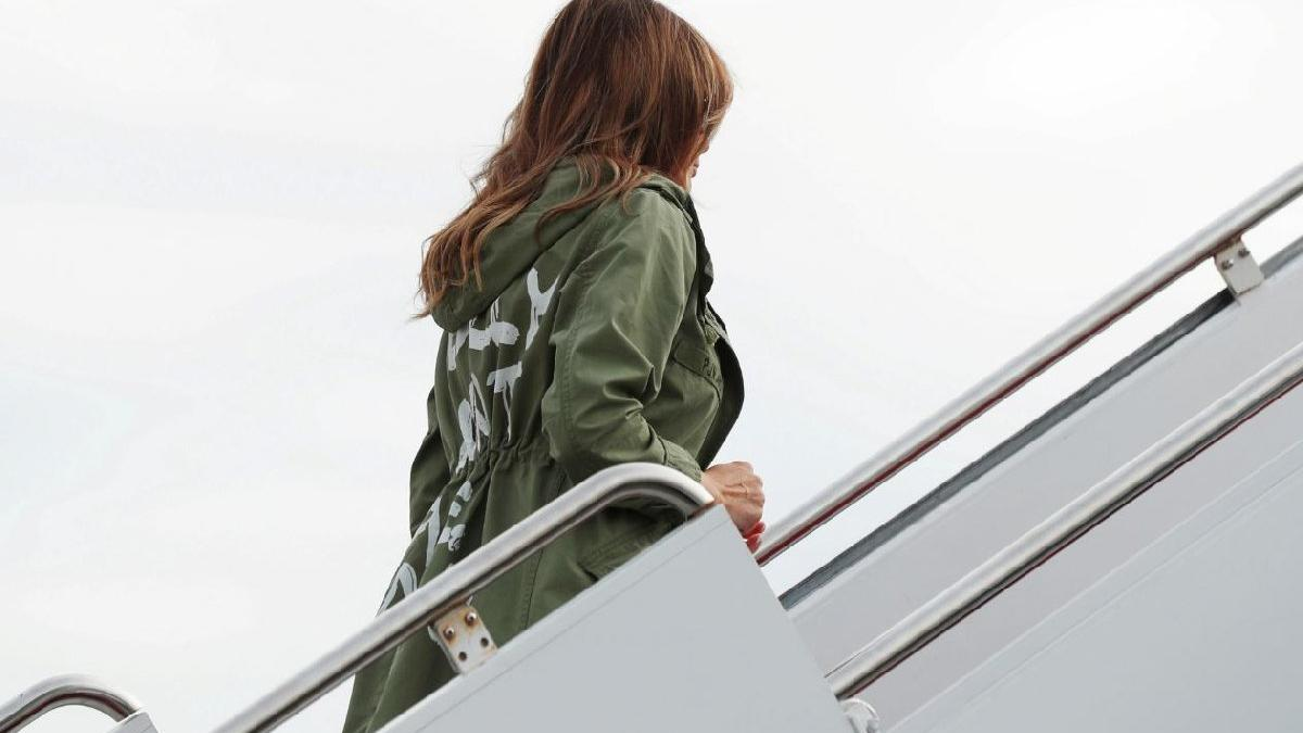 Melania'nın ceketi tartışma yarattı... Mesaj mı veriyor?