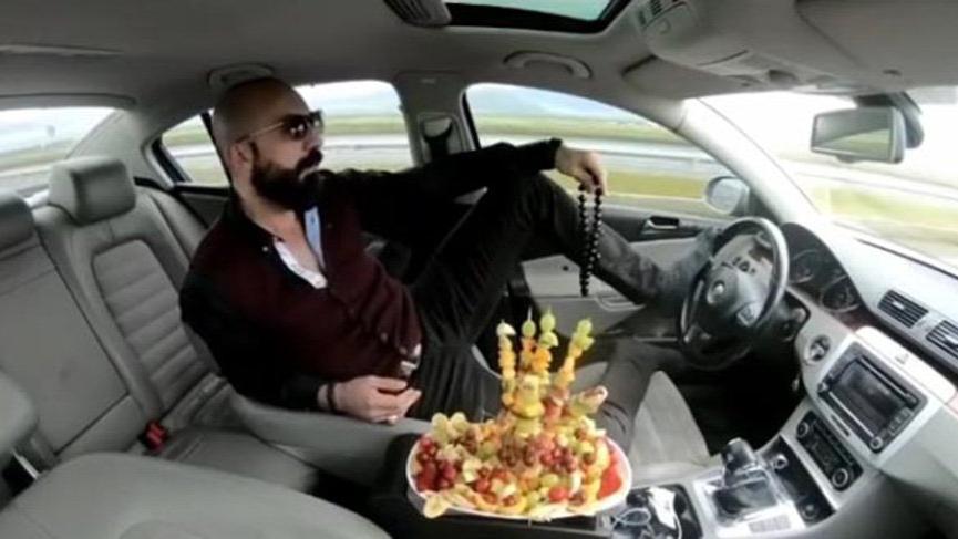 Ayağıyla otomobil kullanıp meyve yemişti istenen ceza belli oldu