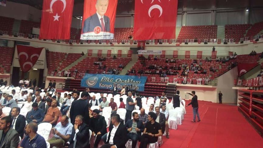 Konya'da Bahçeli boş salona konuştu