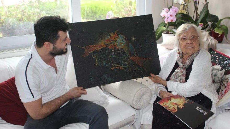 Muazzez İlmiye Çığ ile buluşan genç sanatçı hediyesiyle sevindirdi