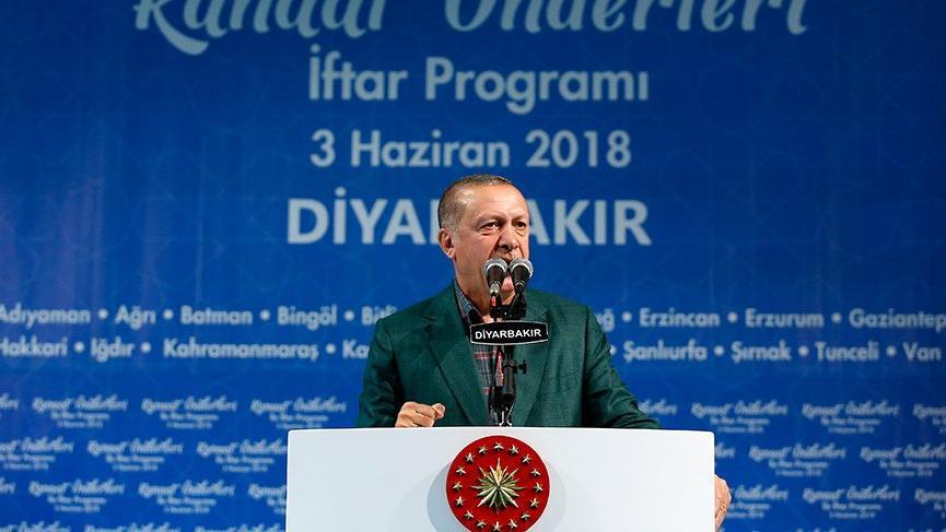 Erdoğan konuşması sırasında prompter cihazının azizliğine uğradı