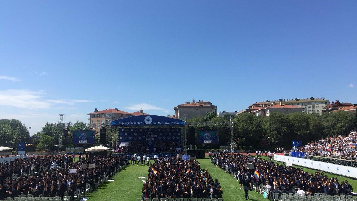 Boğaziçi Üniversitesi mezuniyetinde rektöre protesto