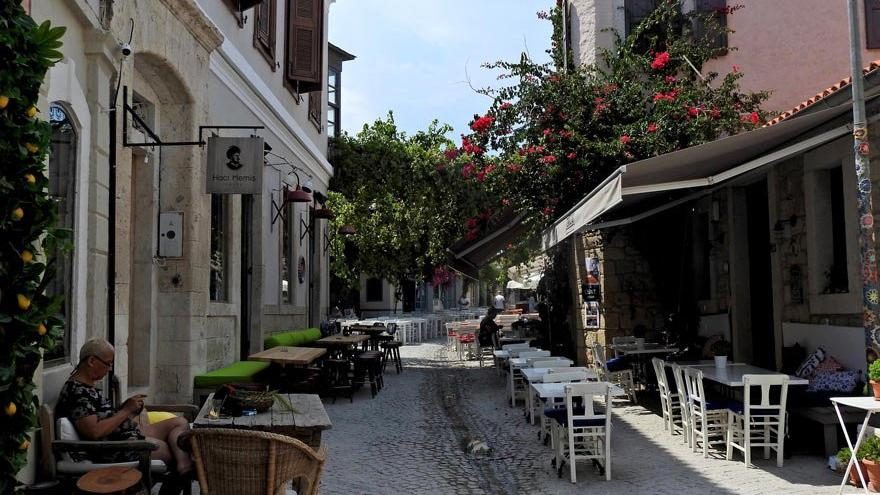 Gözde tatil bölgelerinde sokaklar bomboş kaldı