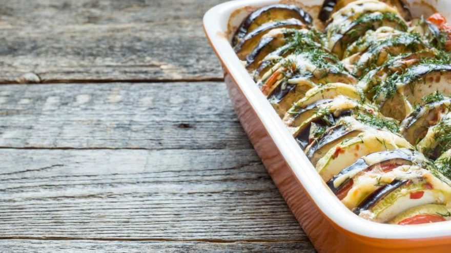 Patlıcan salatası tarifi ve kalorisi: Sofralara lezzetli dokunuş patlıcan salatası…