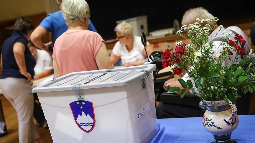 Slovenya'da halk sandık başında