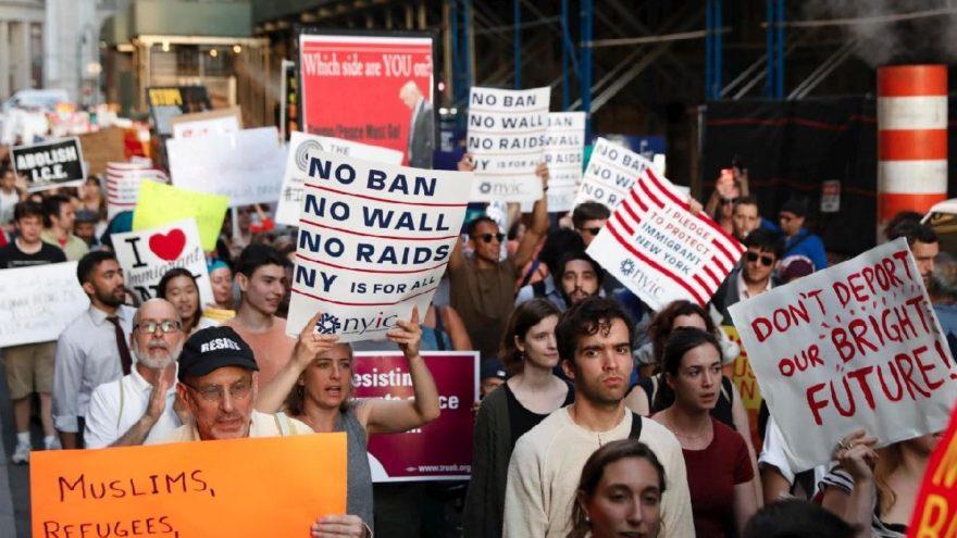 17 başsavcı Trump'a karşı: Dava açıldı