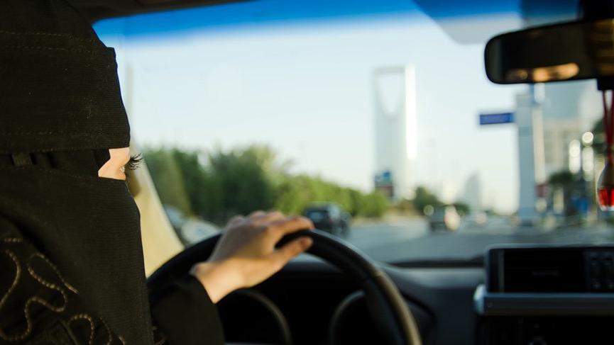 Suudi Arabistan'da kadınlara ilk kez ehliyet verildi