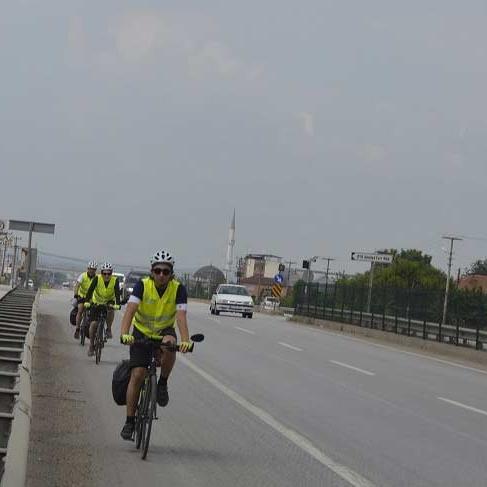 Lösev için Anıtkabir'e bisikletle gidiyorlar