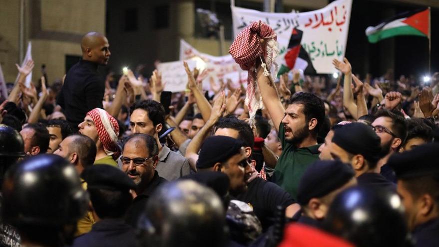 Ürdün'de halk sokakta… Başbakan istifa etti… Zamlar o kadar etkiledi ki Türkiye'ye geliyorlar