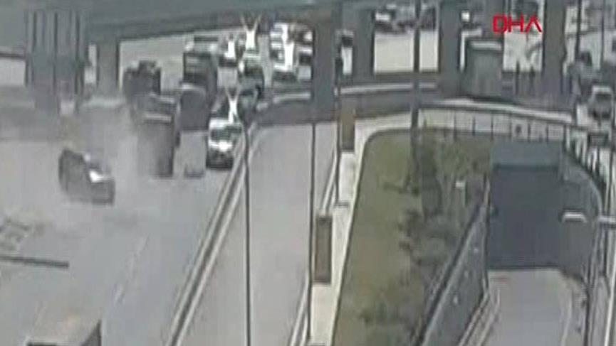 İstanbul'da feci olay! Üzerine inşaat asansörü düştü!