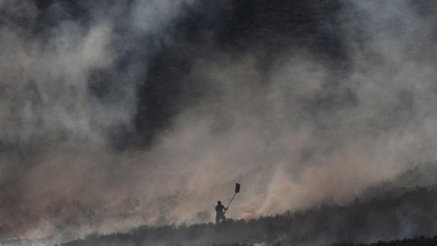 İngiltere'de yangın paniği: 30 ev boşaltıldı