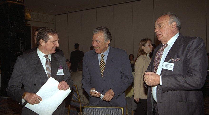 Tara 1997 yılında Yunan-Türk iş konseyi toplantısında Rahmi Koç ile birlikte. Fotoğraf: Depo Photos