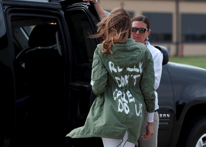 Melania, Teksas'taki toplama kampına bu ceketle gitmiş ve büyük tepki çekmişti.