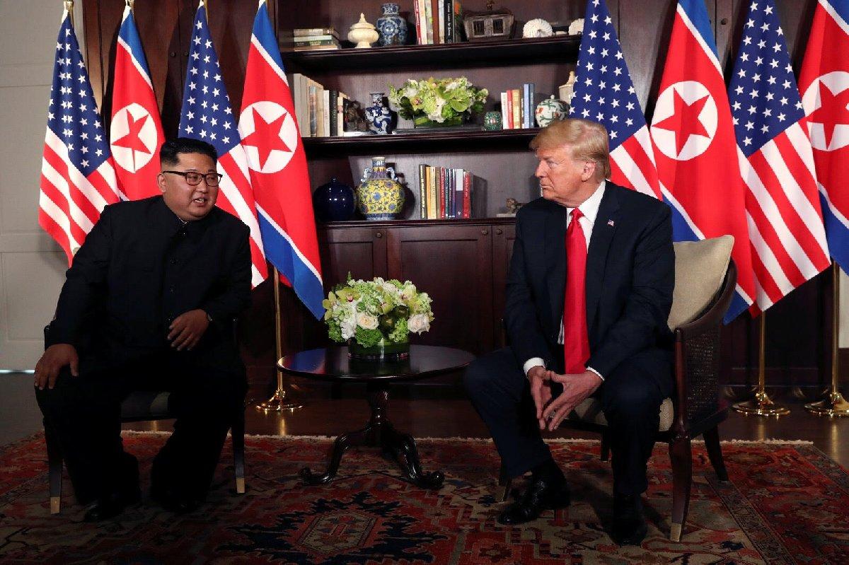 Kim Jong-un, bu karede adeta siper almış.