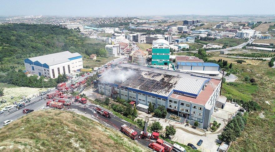 Yılbaşından bu yana Türkiye çapındaki 71 yangından 30'unu fabrikalar oluşturdu. En son Hadımköy Atatürk Organize Sanayi Sitesi'nde 250 kişinin bulunduğu bu üç katlı tekstil fabrikası yandı.