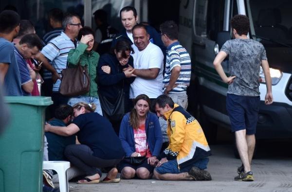 Tren kazası sonrası cenazesini teşhis edenler gözyaşlarına boğuldu