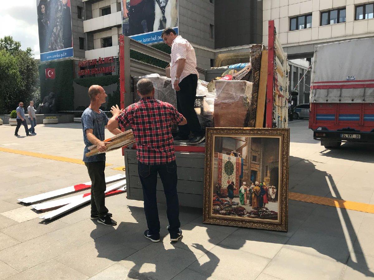 FOTO:,SÖZCÜ / Adnan Oktar'ın villasındaki antikalara da el konuldu. Ele geçirilen malzemeler tarihi eser yönünden incelenmek üzere Kaçakçılıkla Mücadele Şube Müdürlüğüne götürüldü.